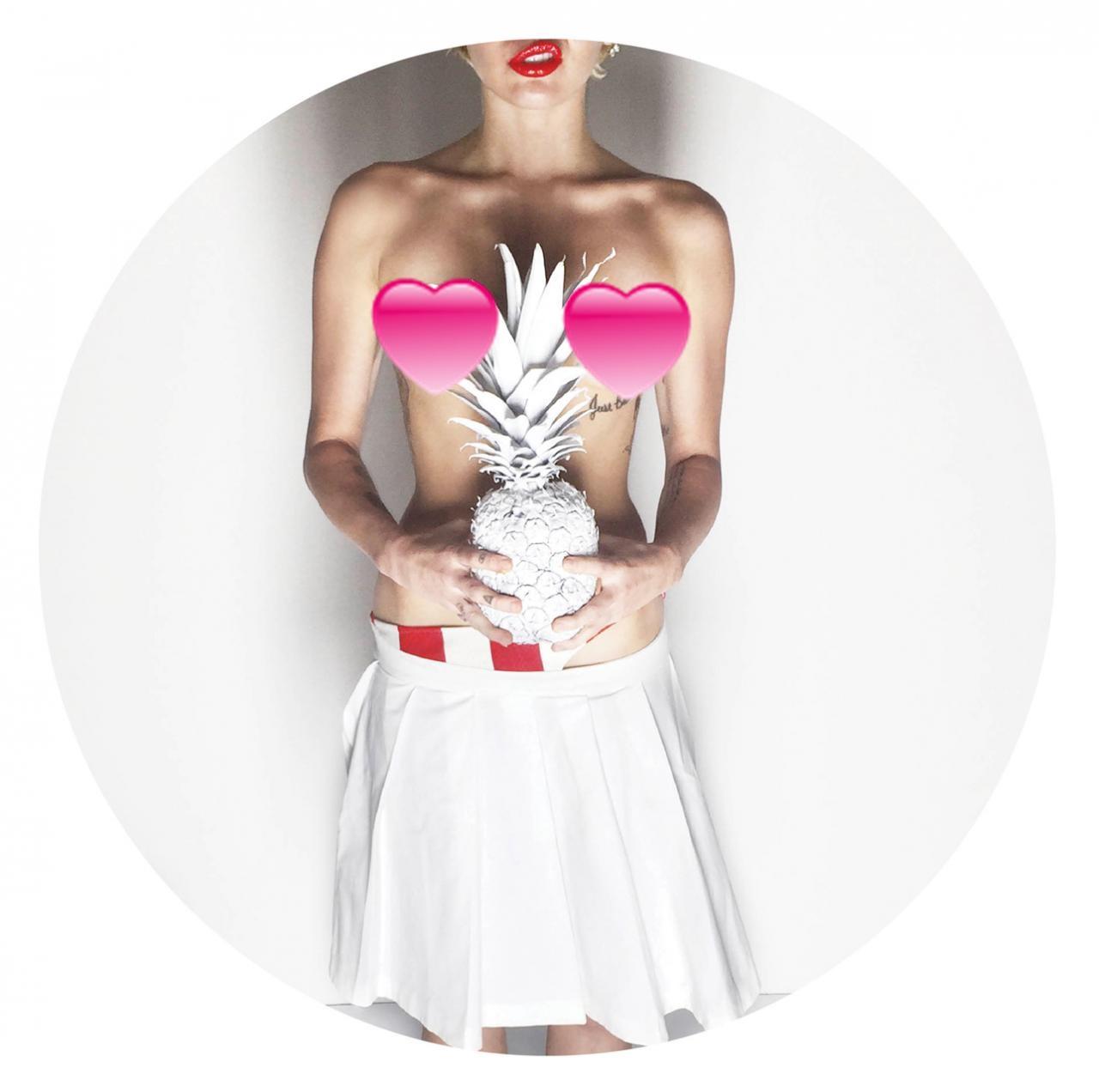 Miley Cyrus se vuelve a desnudar para V Magazine