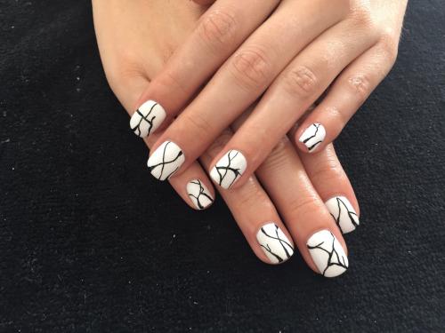 15 ideas para pintar tus uñas de blanco