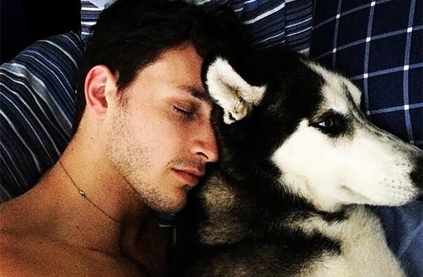 ¡Este médico y su perro triunfan en las redes sociales!