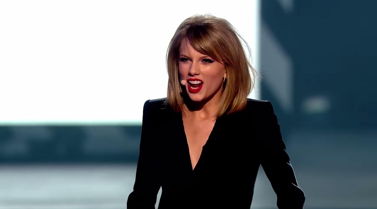 Arrestan al fan que invadió el escenario durante un concierto de Taylor Swift