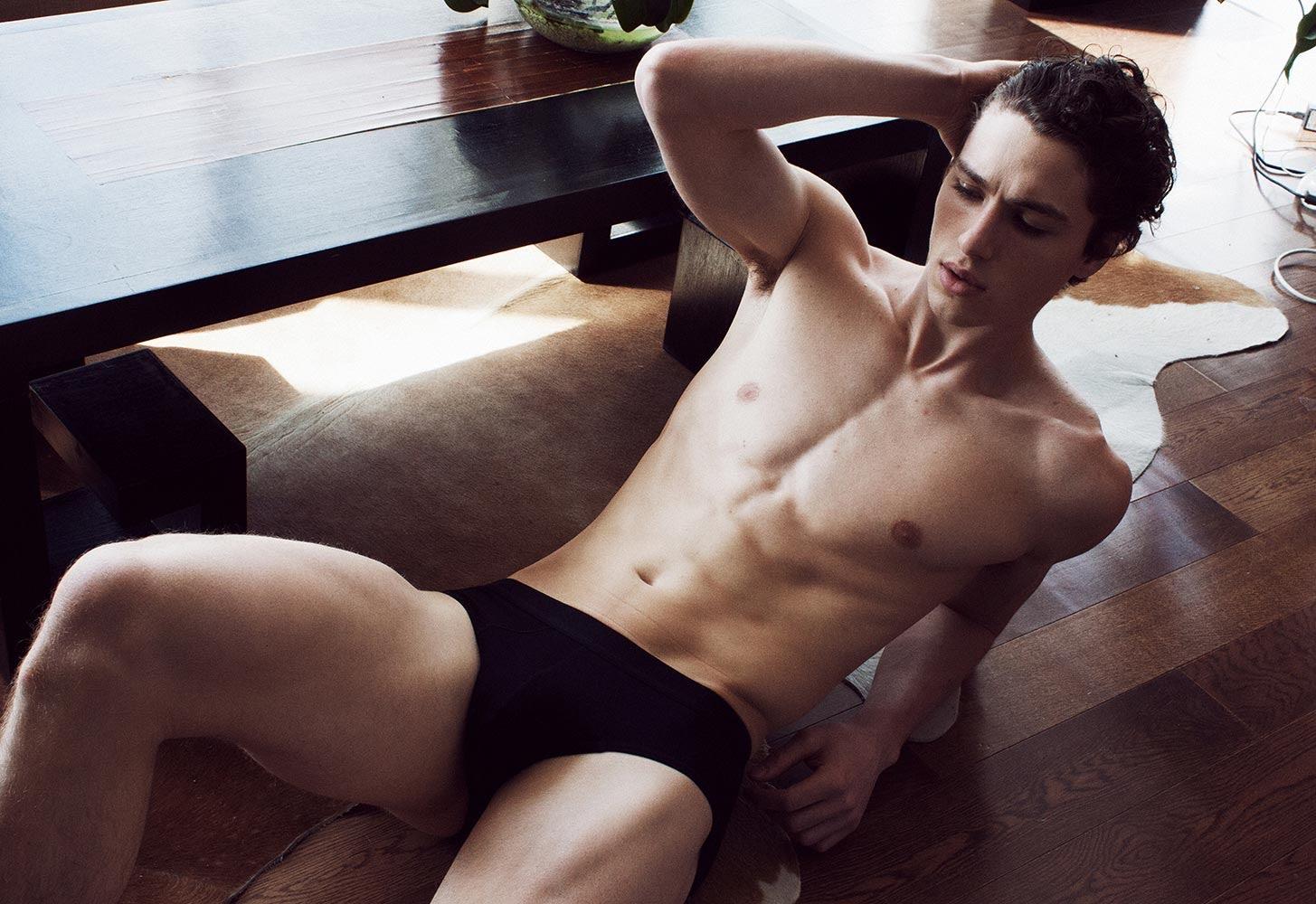Brandon Logie desnudo