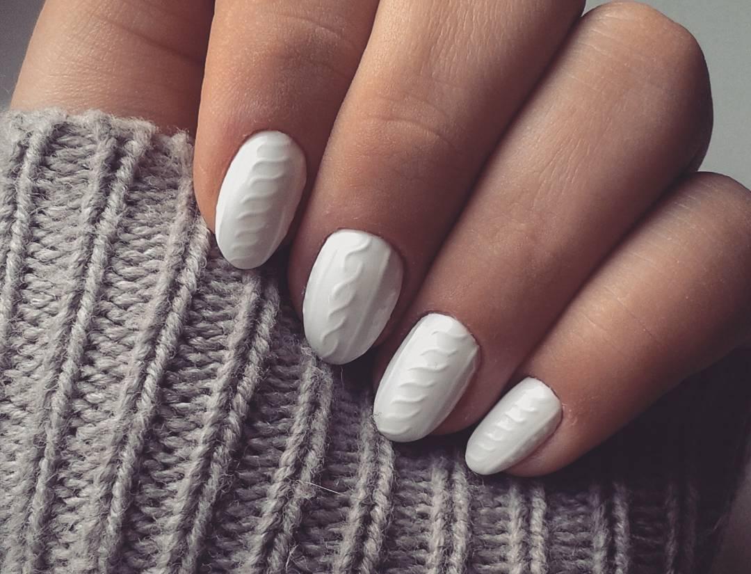 Estas uñas con relieve irán a juego con tus prendas de invierno