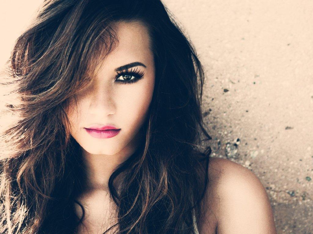 Demi Lovato se acuerda de los que ya no están para despedir el 2015
