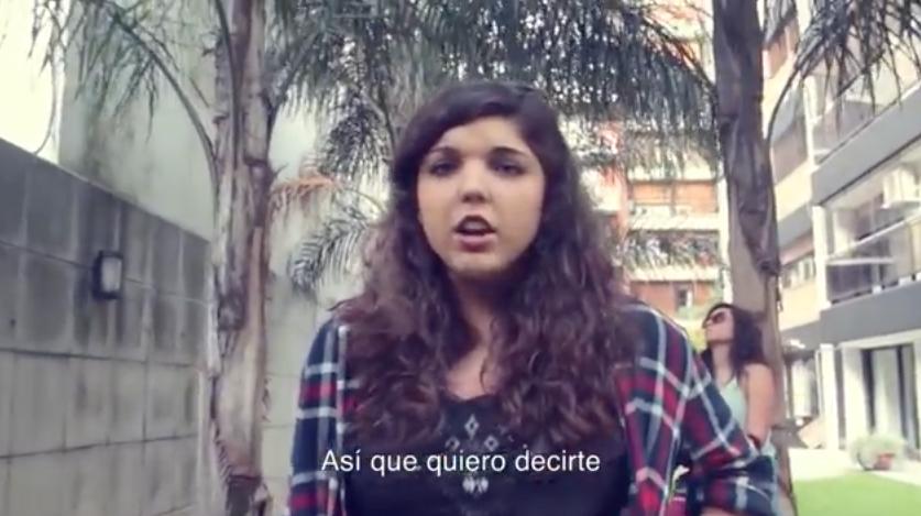 A esta chica le robaron el iPhone y contestó al ladrón con esta canción