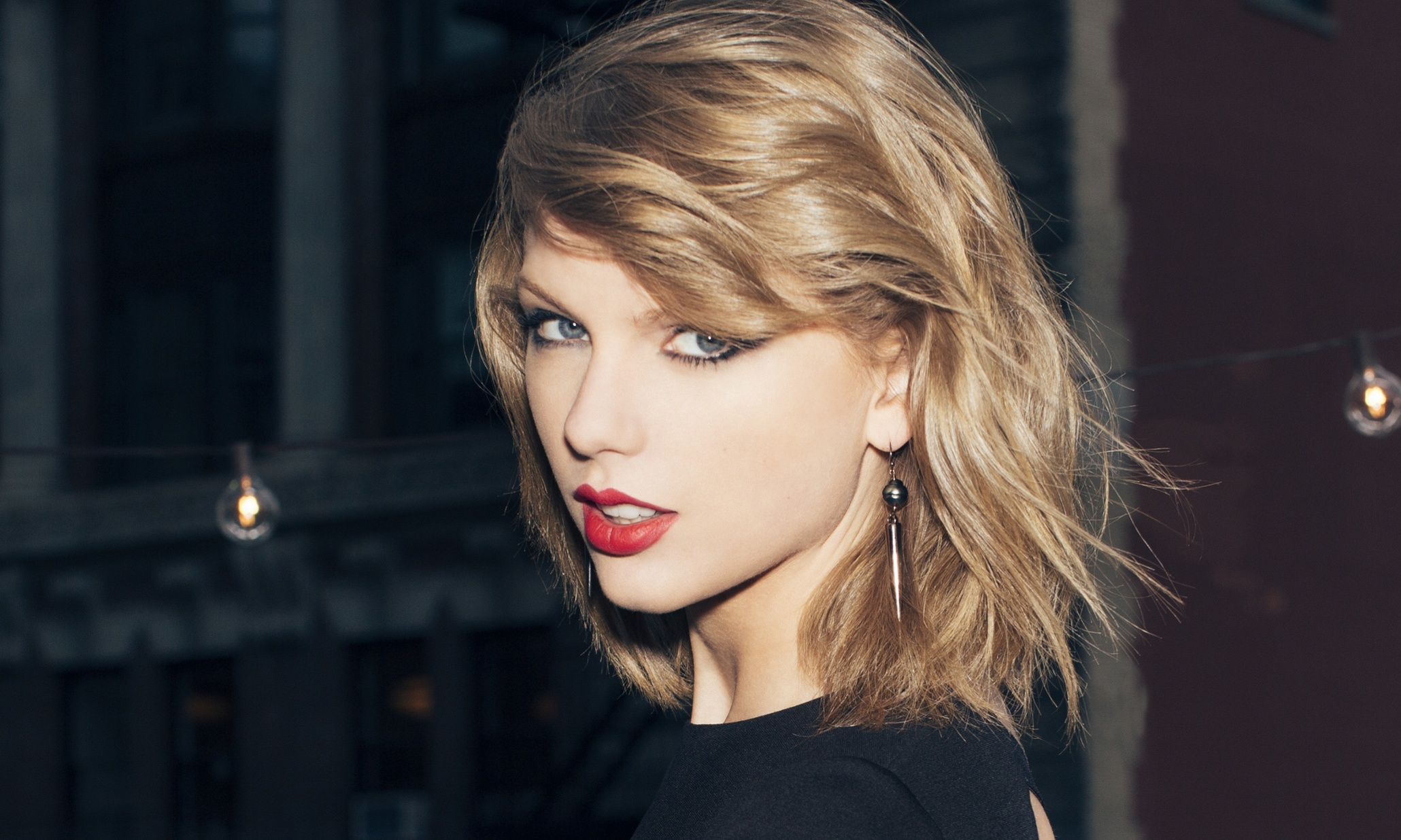 ¡Taylor Swift regala 1989 dólares a un fan!