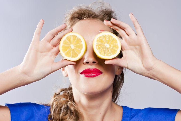 8 beneficios del agua con limón que no conocías