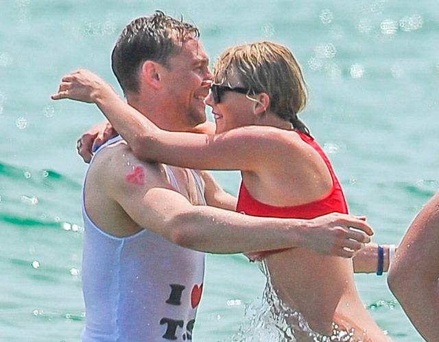 Taylor Swift y Tom Hiddleston demuestran su amor en la playa