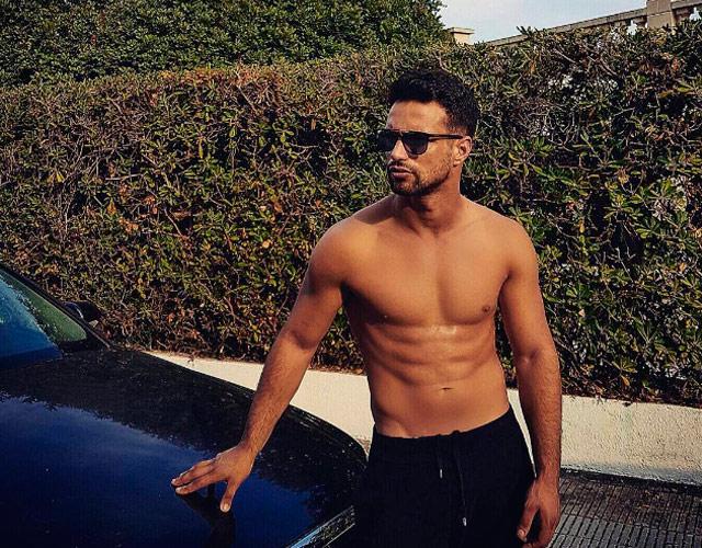 Jesús Castro sin camiseta en sus vacaciones