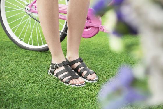 ¿Cómo evitar que nos molesten las sandalias?