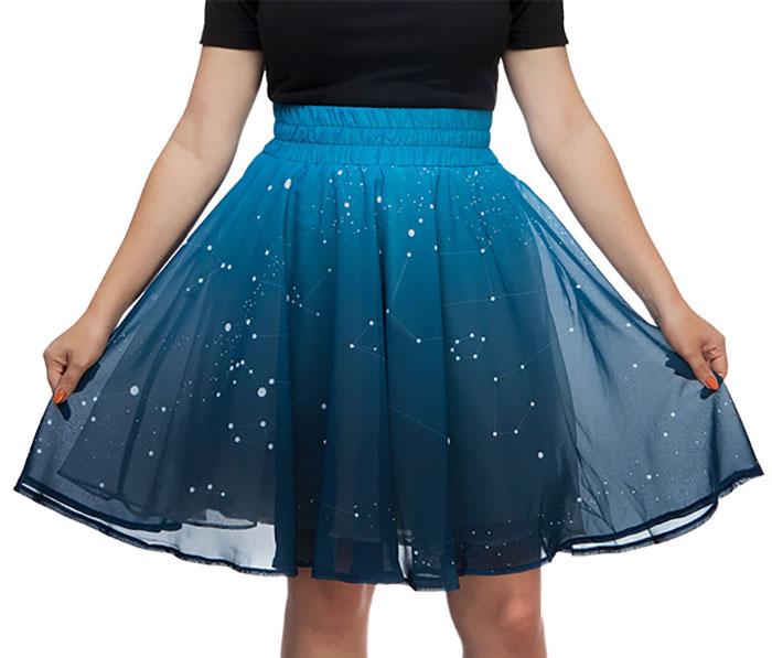 ¡Alucina con esta falda de estrellas que se iluminan!