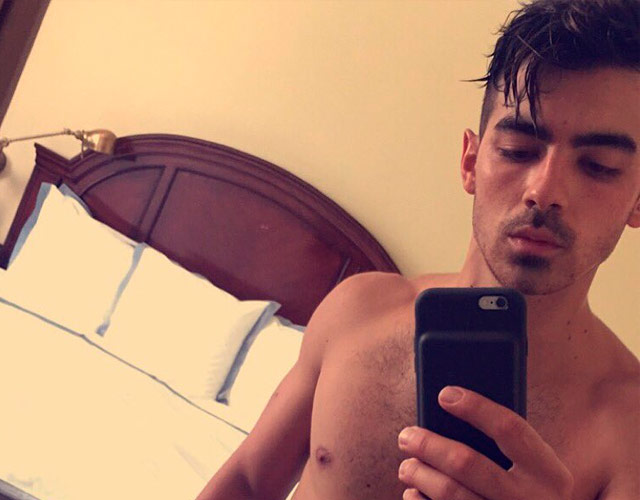 Joe Jonas sin camiseta para los MTV VMAs 2016