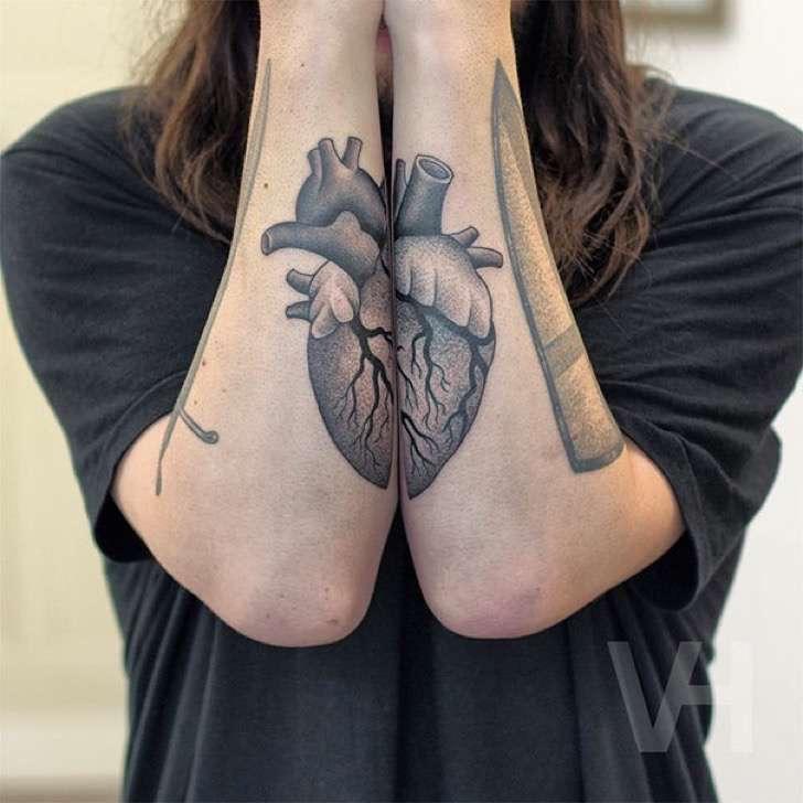 Estos tatuajes simétricos son tan hermosos como perfectos