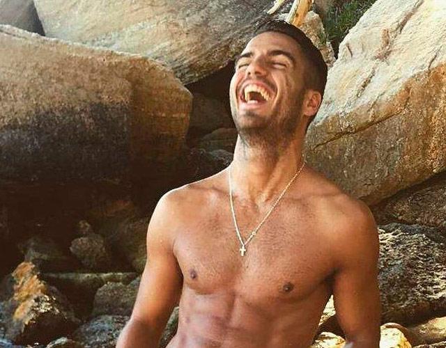 La foto de Maxi Iglesias desnudo en la playa
