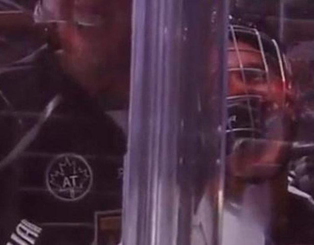 Justin Bieber, aplastado en un partido de hockey