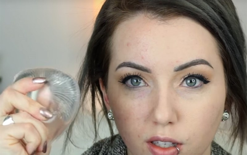 esponja de maquillaje transparente