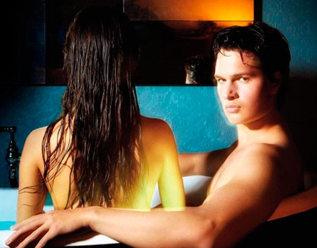 Ansel Elgort desnudo con su novia y su hermano en el vídeo de 'Thief'