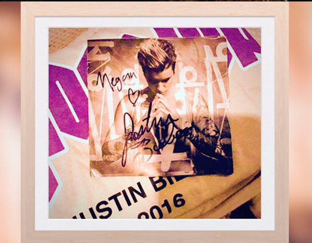 Justin Bieber coloca una foto suya firmada en el ataúd de una fan