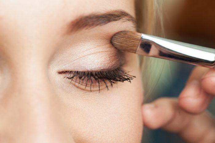 ¿Sabes cómo se hace el eye contouring, la tendencia de maquillaje del momento?