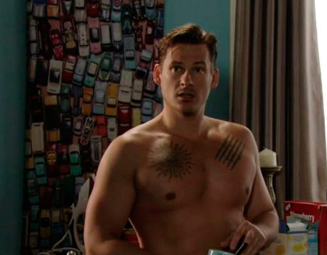 Lee Ryan sin camiseta en 'EastEnders'