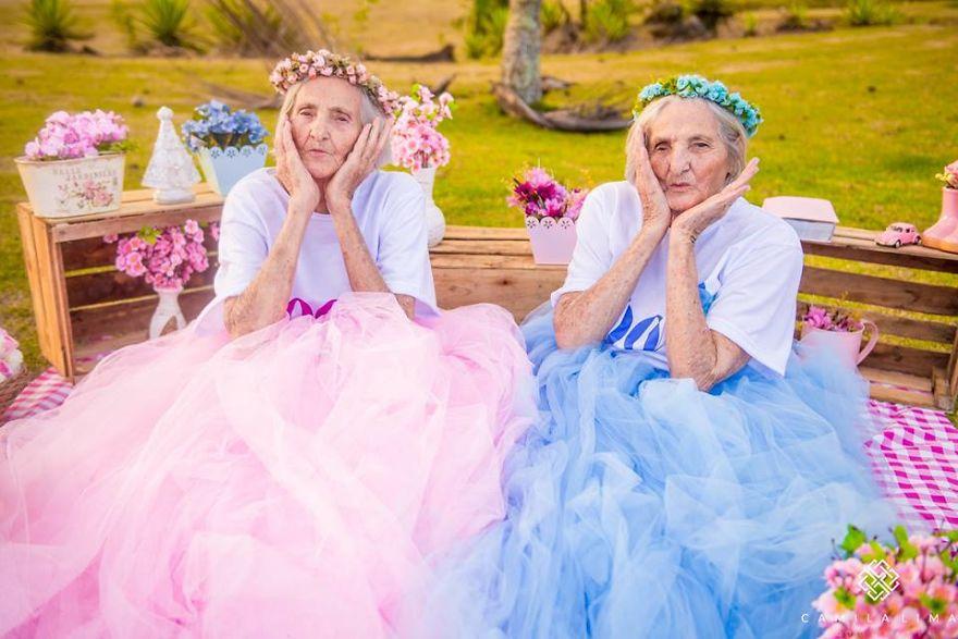 La preciosa sesión de fotos de estas gemelas por su 100 cumpleaños