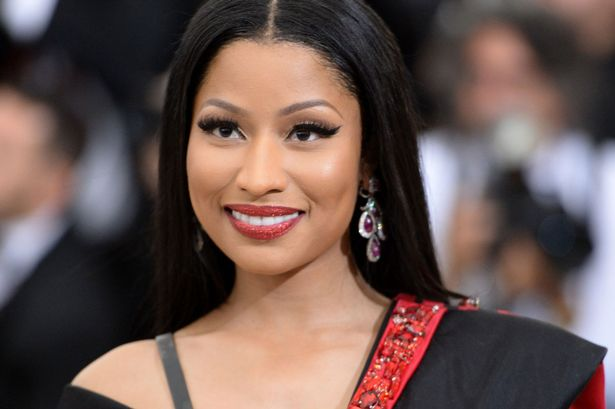 nicki minaj paga universidad fans