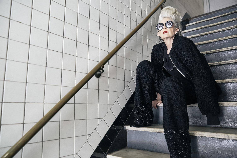 profesora confundida con icono de la moda