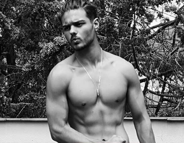 Abraham Mateo sin camiseta en Instagram