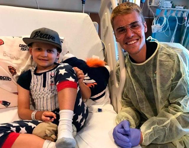 Justin Bieber visita a niños en un hospital de California