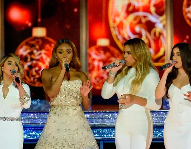 Fifth Harmony cantan villancicos en DisneyWorld