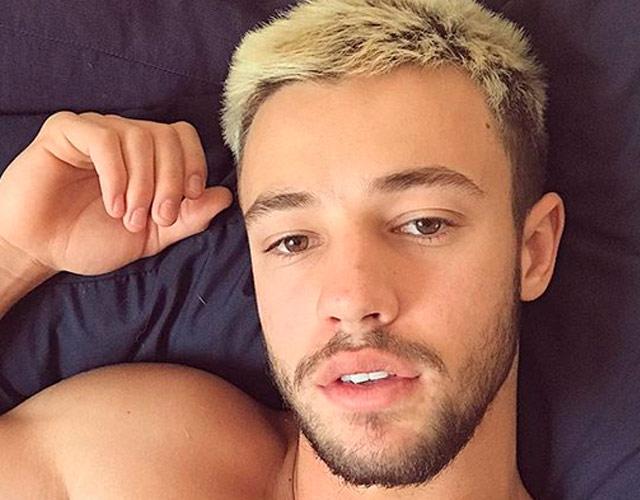 Cameron Dallas sin camiseta y sin afeitar en Instagram