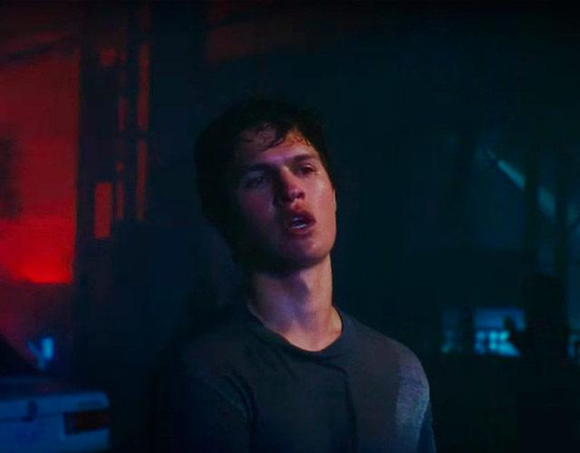 Ansel Elgort estrena el vídeo de 'Supernova'