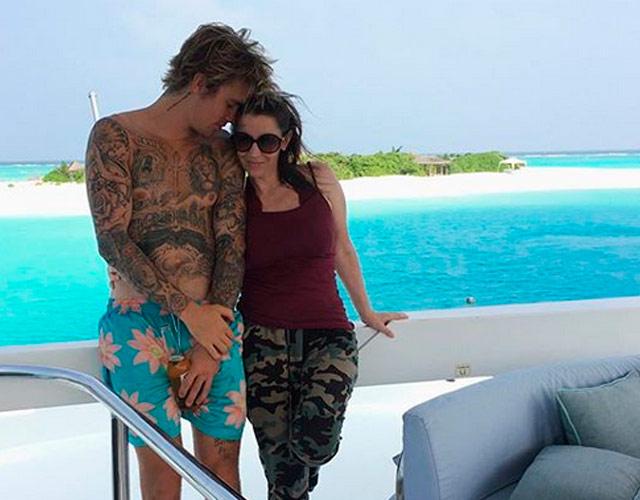 La madre de Justin Bieber lo defiende de la madre de Selena Gómez