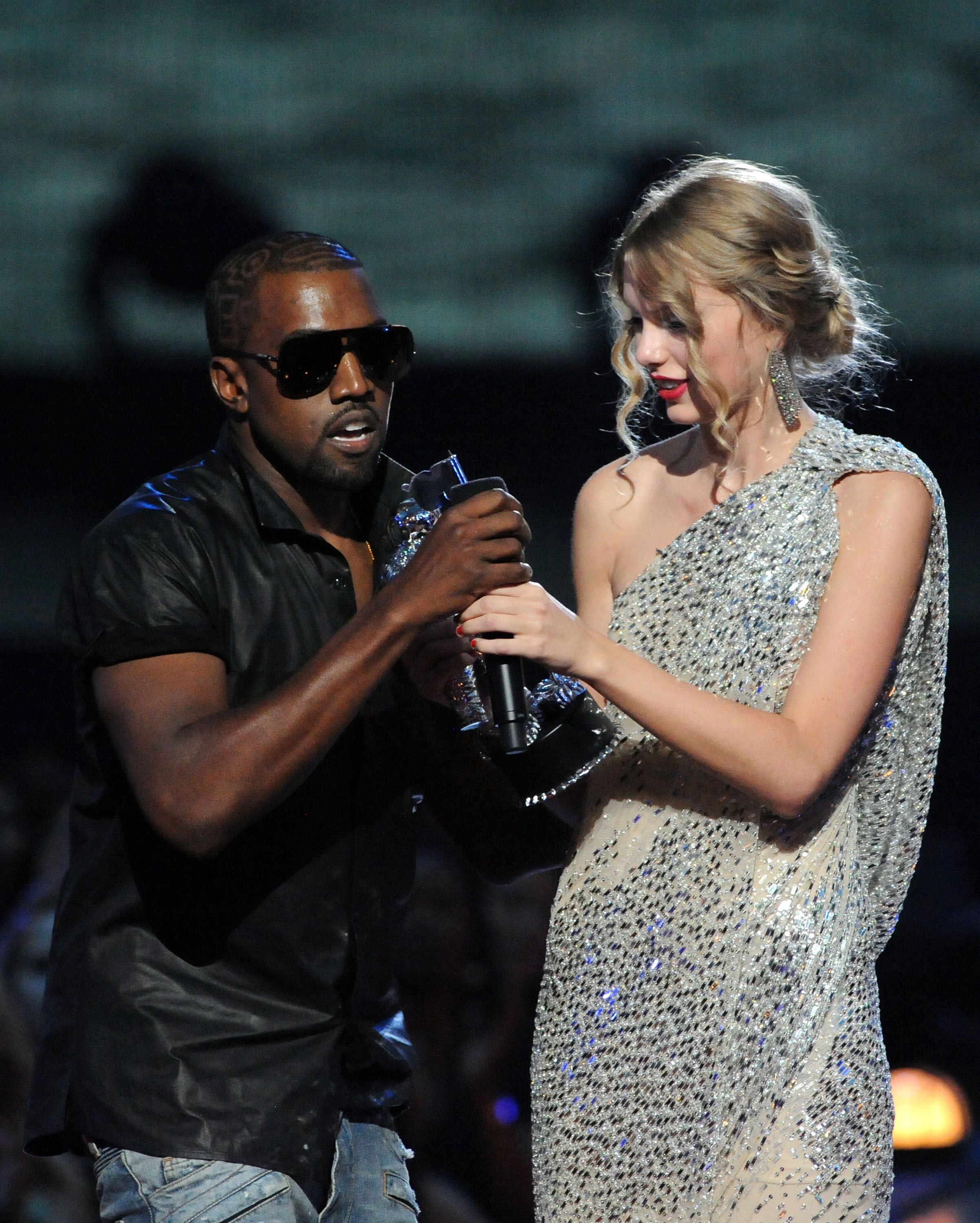 Kanye West dice que Dios lo preparó todo para el discurso de Taylor Swift en los MTV Video Music Awards 2009