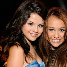 ¿Copia Selena Gómez a Miley Cyrus?