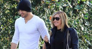 Ashley Tisdale sale a pasear con un chico desconocido