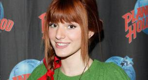 Bella Thorne posa en la fiesta navideña de Planet Hollywood