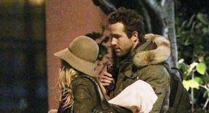 Blake Lively y Ryan Reynolds salen juntos de su apartamento en Boston