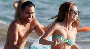 Carlos Peña (Big Time Rush) marca paquete en la playa con su novia Samantha