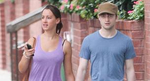 Daniel Radcliffe y su misteriosa novia de paseo