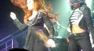 Demi Lovato pierde el pelo en uno de sus conciertos