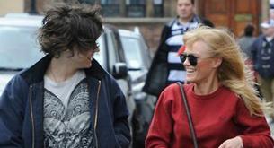 Harry Styles pasea en coche a su amiga Ellis Calcutt
