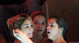 """Selena Gómez y Vanessa Hudgens muy húmedas en la fiesta """"Spring Breakers"""""""