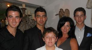 Los Jonas Brothers celebraron juntos el Día de la Madre