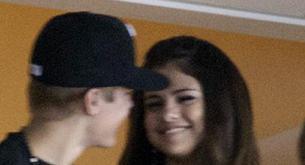 Justin Bieber y Selena Gómez juntos en la Final de la NBA
