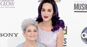 Katy Perry con su abuelita en los Premios Billboard de la Música 2012