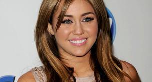 Miley Cyrus trabajando en una nueva canción