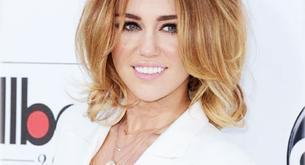 Miley Cyrus enseña escote en los Premios Billboard de la Música 2012