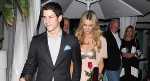 Nick Jonas presenta a Delta Goodrem a la familia