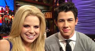 Nick Jonas sale a cenar con la actriz Hilty Smash Megan