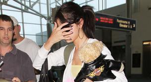 Selena Gómez en pijama por el aeropuerto
